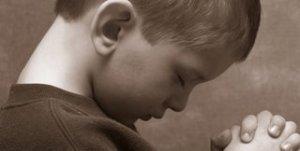 little-boy-praying